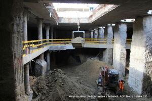 Zajrzyj pod antresolę budowanej stacji metra