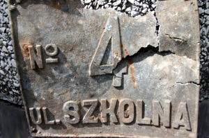 Odkrycie na budowie. Historyczna tabliczka z Białołęki