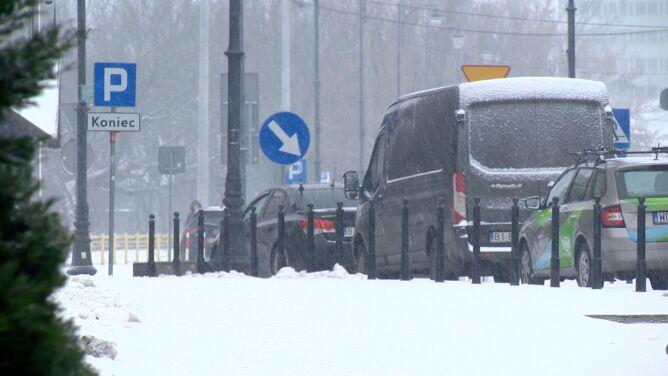 """""""Miasto jest sparaliżowane"""". <br /> Korki i kolizje spowodowane śniegiem"""